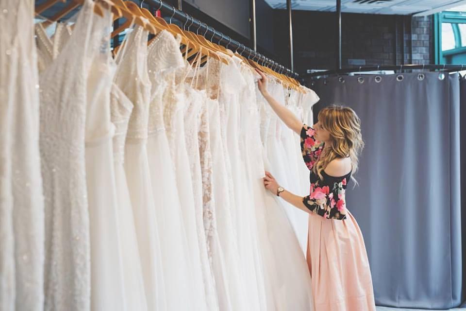 Best minneapolis minnesota bridal boutiques flutter for Wedding dress shops in minneapolis mn